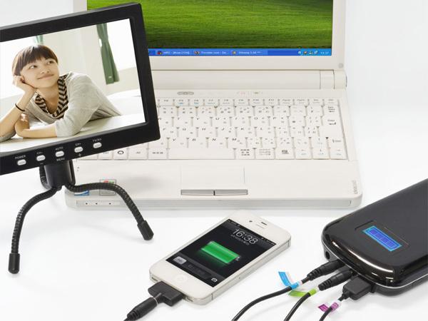 ノートパソコン(19V)、ポータブルテレビ(12V)、スマートフォン(5V)に同時に供給できる