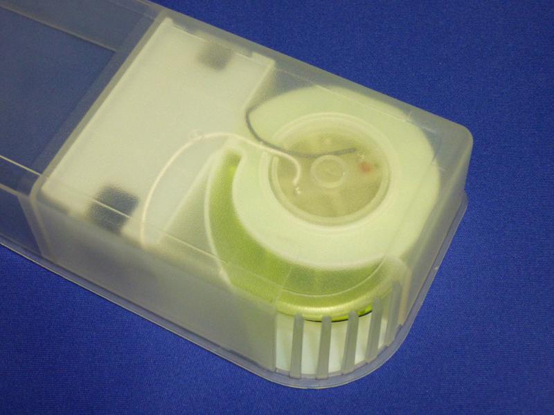 ファンを裏から見ると、乾電池からファンへと直接接続されている。特に基板などは経由していない