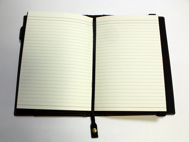 しおりひもをノート中央にセット