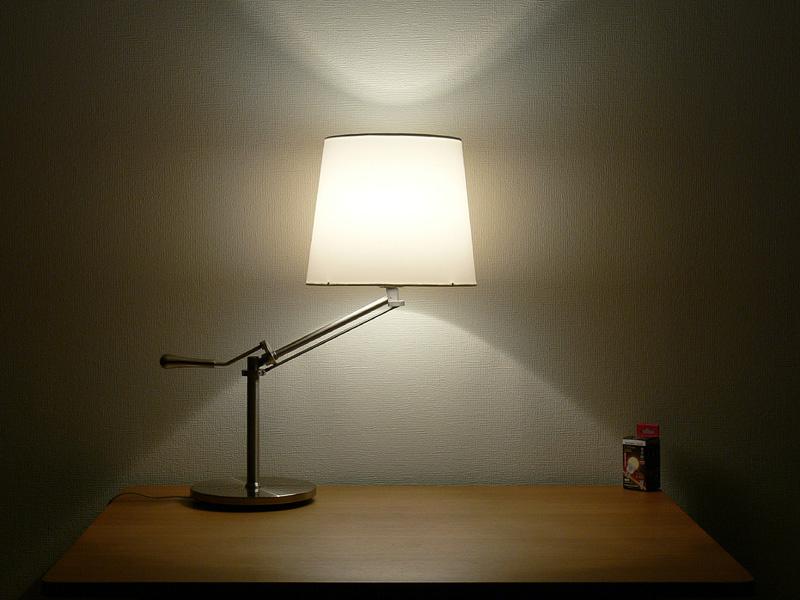 光の配光角は約300度と、とても広がる