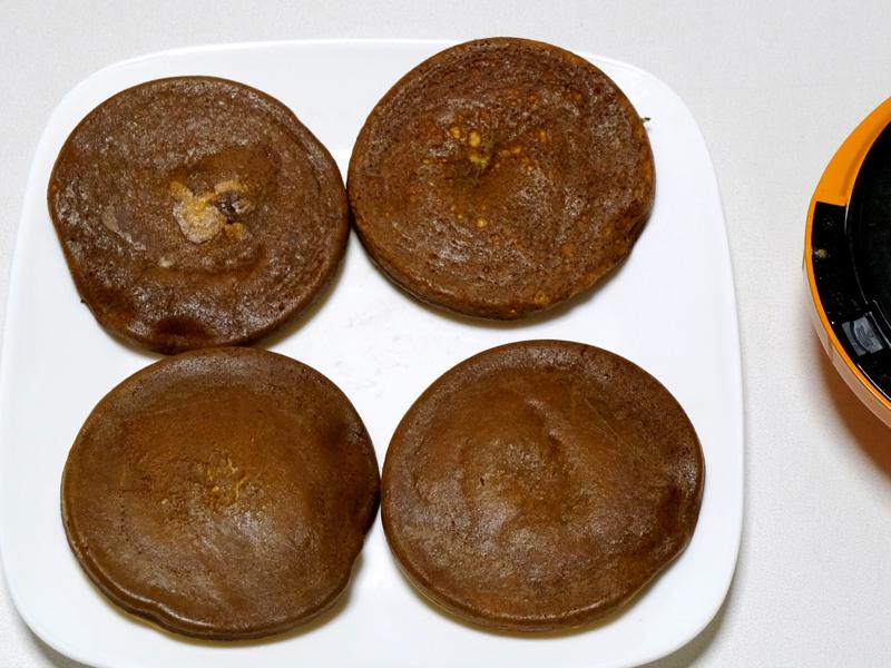 明らかに色が「どら焼き」。4枚できるが、パンケーキ同様、3、4枚目がの焼き色が一番綺麗だった