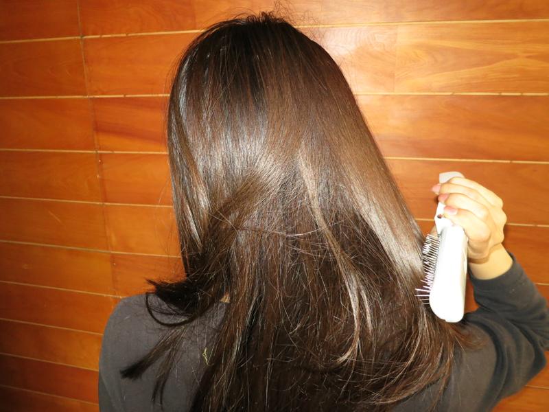 特に絡まっている毛先は、はじめは引っかかるが、すぐに毛が通るようになる