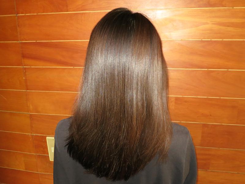 完成。指通りが良く、髪がサラサラの質感になった。絡まりが取れて、髪にツヤが出たようにも見える