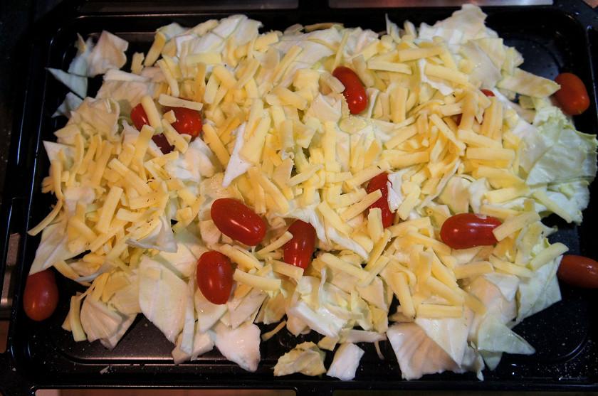 野菜を切って、チーズをのせるだけ