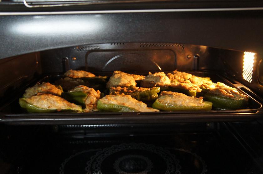 ピーマンの肉詰めはハイブリッドで調理
