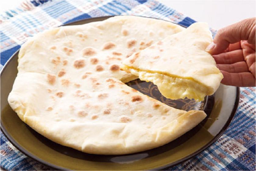 付属のレシピブックに掲載されている「チーズナン」