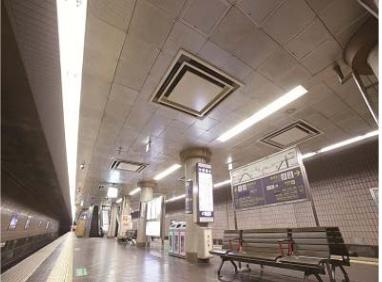 河原町駅ホームのLED照明