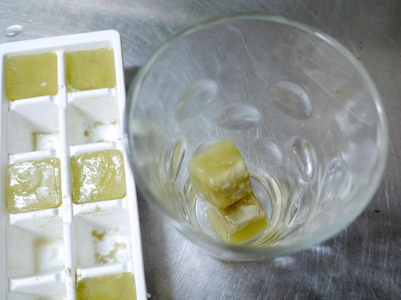 大量に作れたら、製氷皿で氷らせよう。使いたいときにすぐ使える