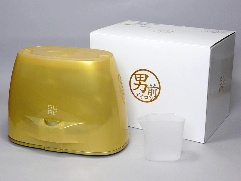 箱から開梱すると、ケースに収まったアイロン本体と、給水カップ(200ml)が出てくる。アイロン収納時の大きさは、281×178×203mm(幅×奥行き×高さ)で、重さは約2.16kgだ