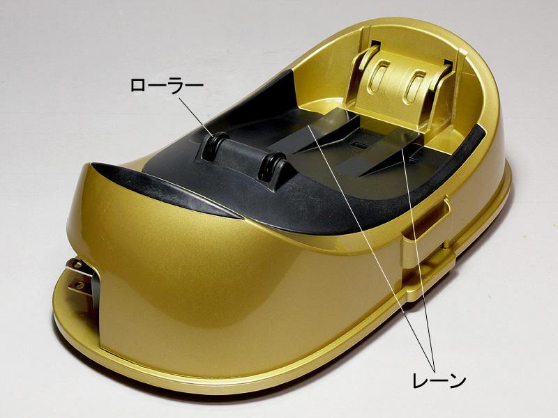 アイロンを加熱するスタンドは1kg以上あり、安定して置ける