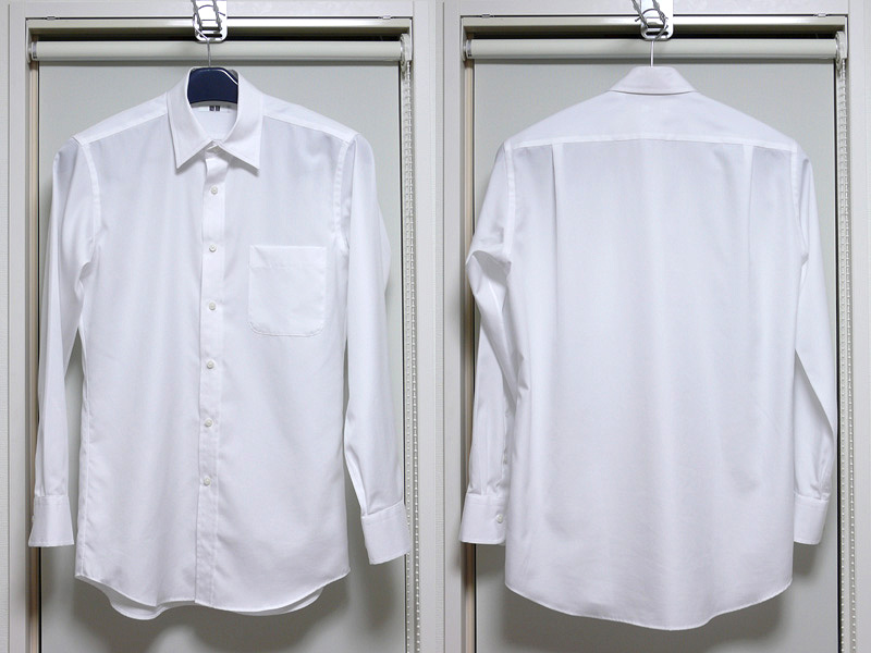 布地の薄いブロードシャツ。アイロンをあてるだけで、布本来の質感がアップする。礼服の下に着ても恥ずかしくない