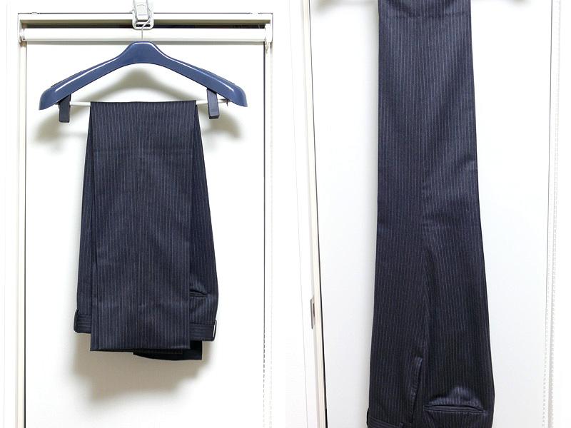 畳みジワがズボンに浮かぶ(左)。スチーム後は畳みジワがほとんど消えてしまった。布地のツヤも復活したようだ