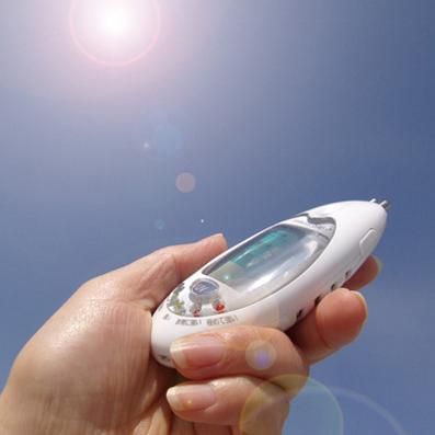 紫外線のチェック時は、センサー部を太陽に向ける