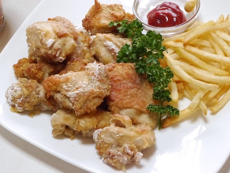 完成した鶏の唐揚げ