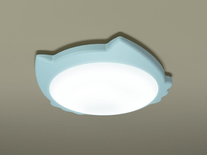 小型シーリングライト。光束は850~1,000lm。消費電力は15W