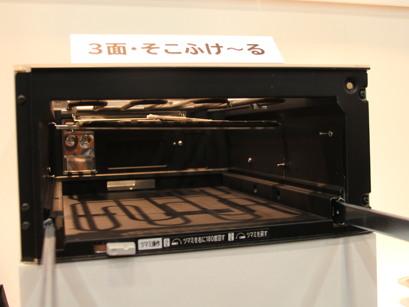 下部に備えられているシーズヒーターを垂直方向に持ち上げることができる
