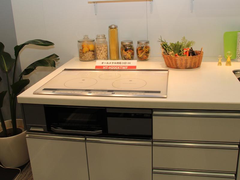システムキッチンに合わせて選べるように、トッププレートの色を2色用意した。写真はホワイト