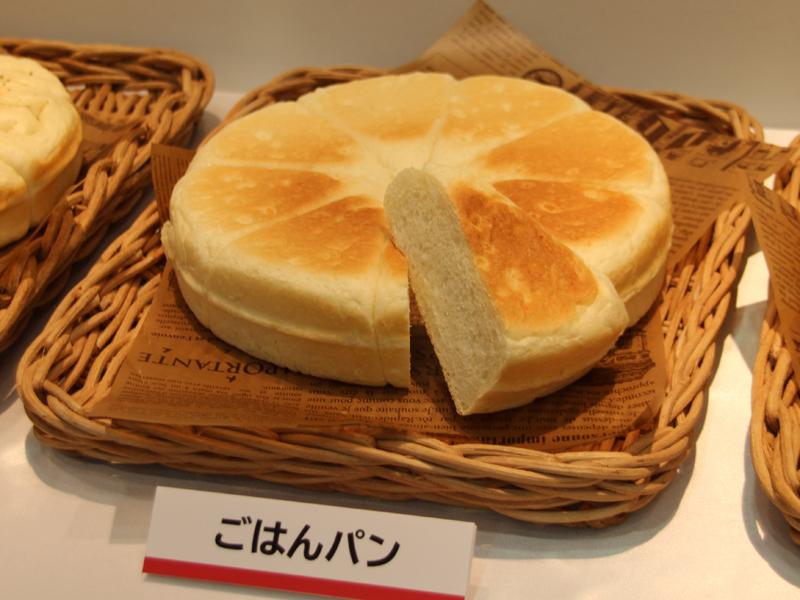 約1.4斤のパンが焼ける。写真はごはんパン