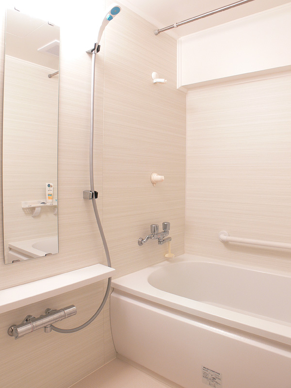 "<strong class="""">【白熱電球:100W形】</strong><br class="""">100Wは浴室がしっかり明るくなる。この明るさはかなり気持ち良い"