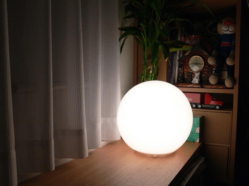 """<strong class="""""""">【白熱電球:20W形】</strong><br class="""""""">20Wの白熱電球を使用した写真。このぐらいなら、目の触れる高さに置き、直視してもあまり眩しさを感じない"""