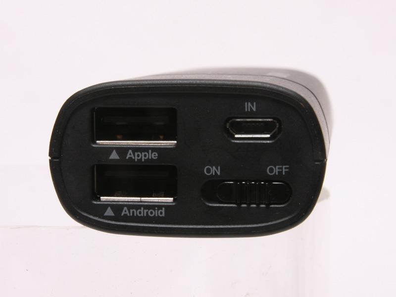 USBコネクタにはAppleとAndroidの刻印がある