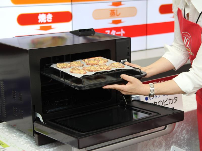 庫内容量は30Lで、二段調理に対応する