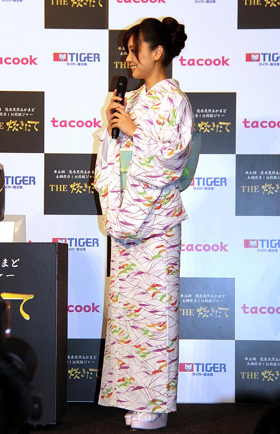 倉科さんはテレビCMと同じ着物で登壇