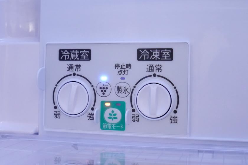 冷蔵室内にある操作パネル。プラズマクラスター発生スイッチを押すときは、妙な感動