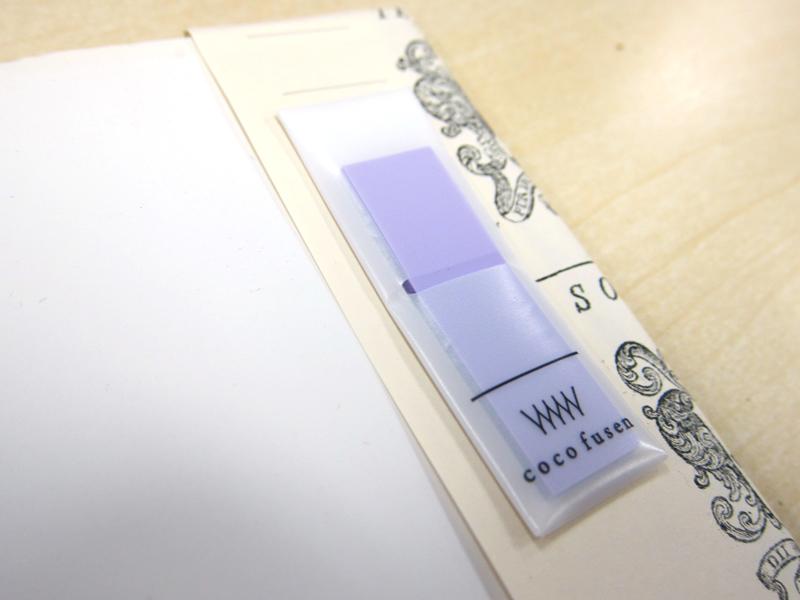 ケースは紙素材に一度貼ると、剥がしにくい