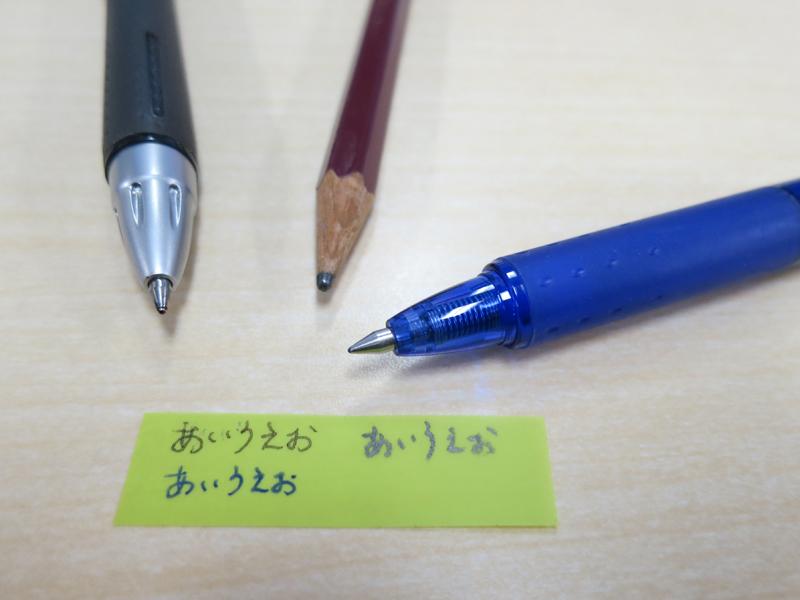 """油性ボールペンや""""消せるボールペン""""「フリクション」、鉛筆で文字が書けた。にじまないのが良い"""