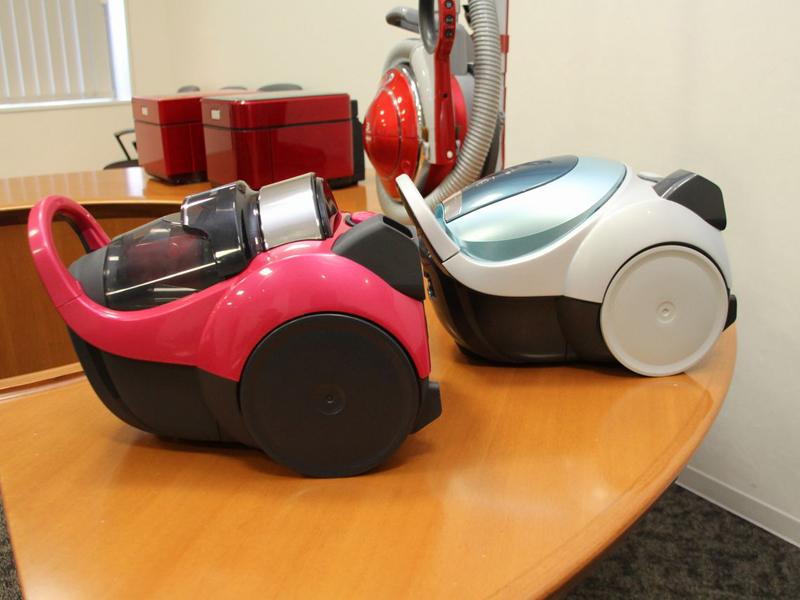 コンパクトタイプの掃除機の先駆けとなった「Be-K(ビケイ)」の2013年モデル。デザインを刷新している