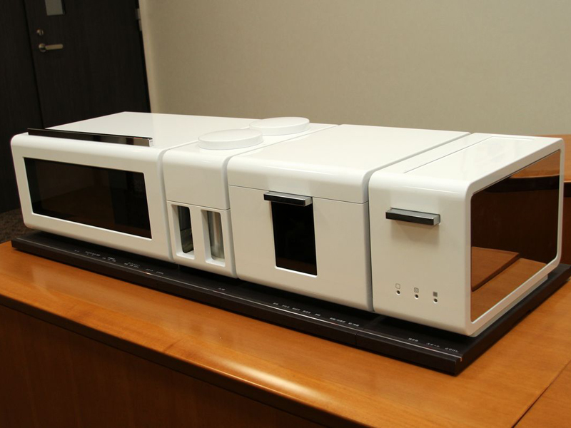 レンジグリル「ジタング」誕生のきっかけともなった調理家電のコンセプトモデル。オーブンレンジ、コーヒーメーカー、炊飯器、トースターが一連となっている美しいデザイン