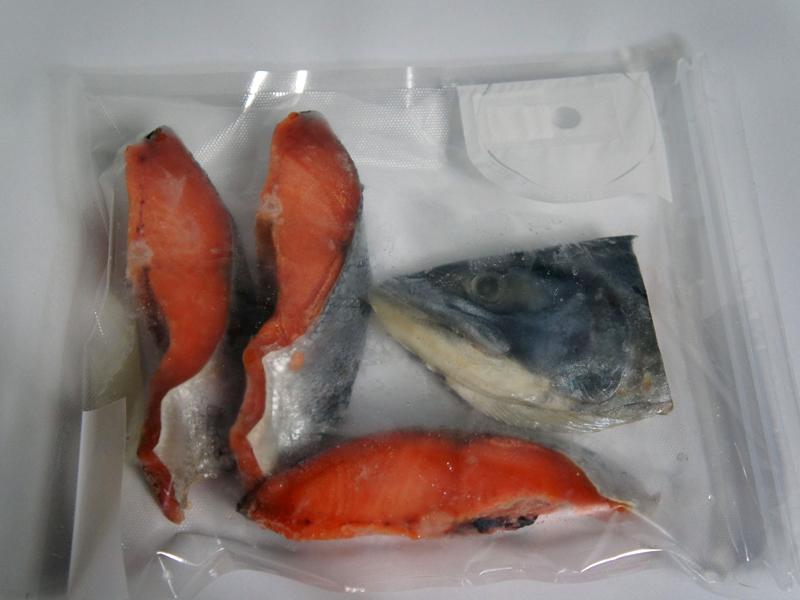お安く購入した大量の鮭。カマも一緒に冷凍