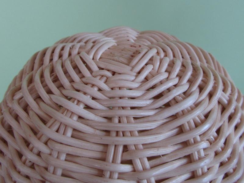 頭頂部。1つずつ手作りで編まれているので、少しゆがんでいたりもしますが、それも温かみにつながっています