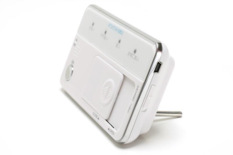 USB充電式。USBケーブルは付属するが、ACアダプタは付属しない