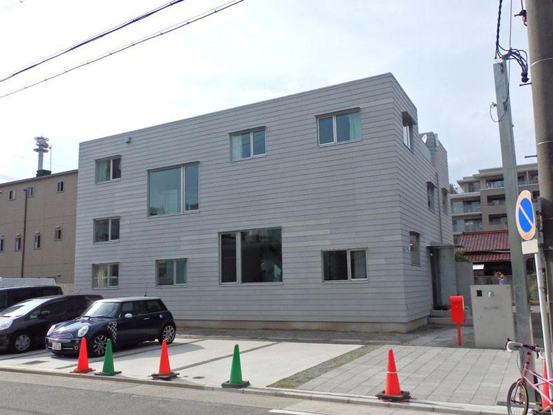 名古屋市西区城西3丁目に建設されたシェアハウス「LT城西」。2013年7月から入居者が入り始めている。設計・監理は東京の成瀬猪熊建築設計事務所