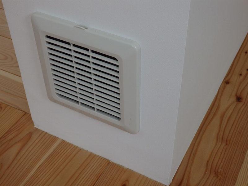 顕熱交換式第一種換気システムによる吸気口