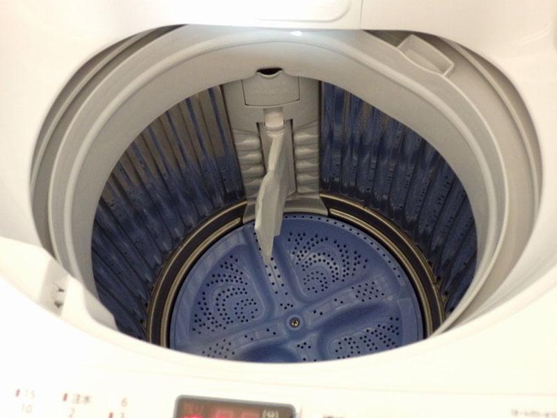 シャープならではの穴なし槽のため、カビが発生しにくく、使用水量が少ない