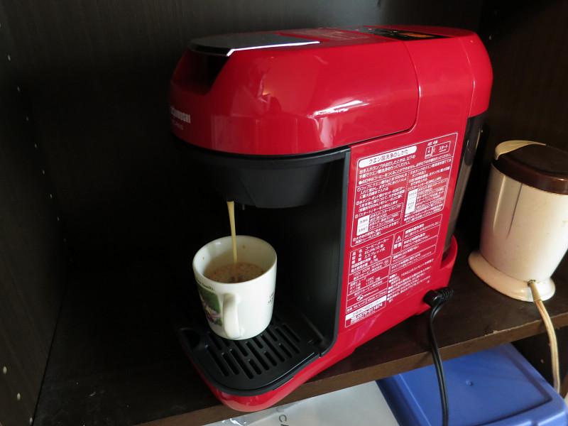 スタートボタンを押すと、自動でお湯を沸かしてコーヒー1杯を抽出する