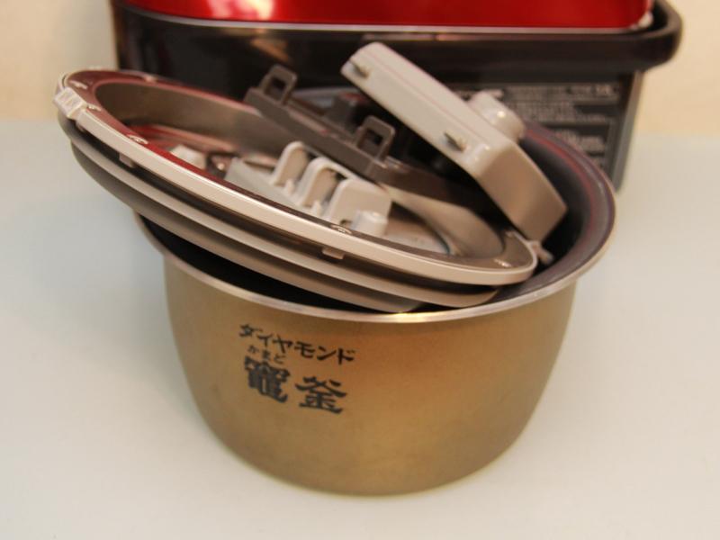炊飯後は、内釜、内蓋、うまみ循環タンク、水容器を毎回洗う