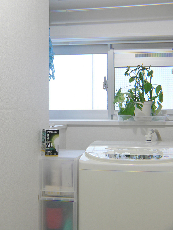 "<strong class="""">【昼白色 LDA10N-G/Z60/W】</strong><br class="""">ニュートラルな白色は汚れが良く見える。洗面所に洗濯機があるなら昼白色がお勧めだ"