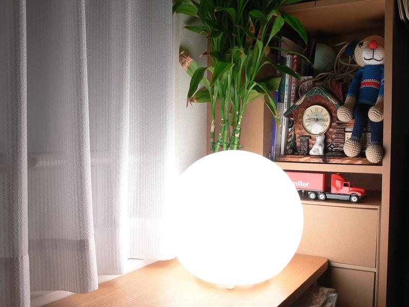 """<strong class="""""""">【白熱電球:60W形】</strong><br class="""""""">目に触れるとかなり眩しい。インテリアライトとしては明るすぎる"""