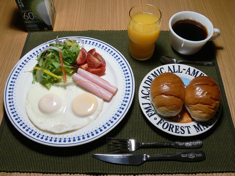 """<strong class="""""""">【昼白色 LDA10N-G/Z60/W】</strong><br class="""""""">色味は全てバランス良く自然な見え方だ。ただ、朝食にはいいが、雰囲気のある夕餉の明かりとしては少々ドライな印象だ"""