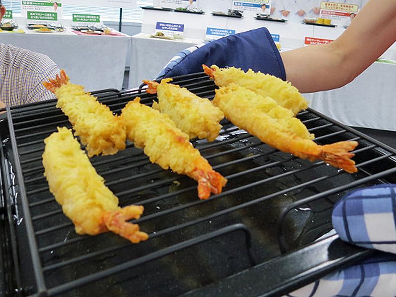 天ぷらのあたため機能では、油を落としてサクサク感を出せる