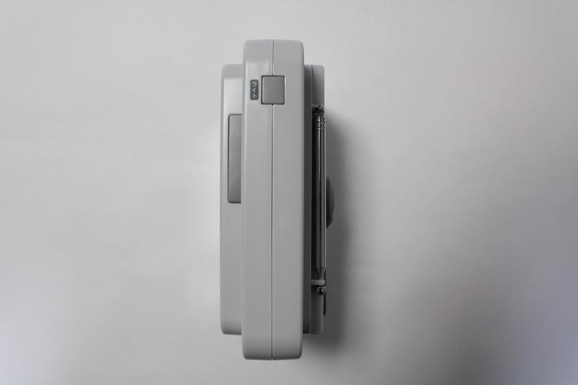 ハンドル上部にLEDライトの点灯スイッチを装備