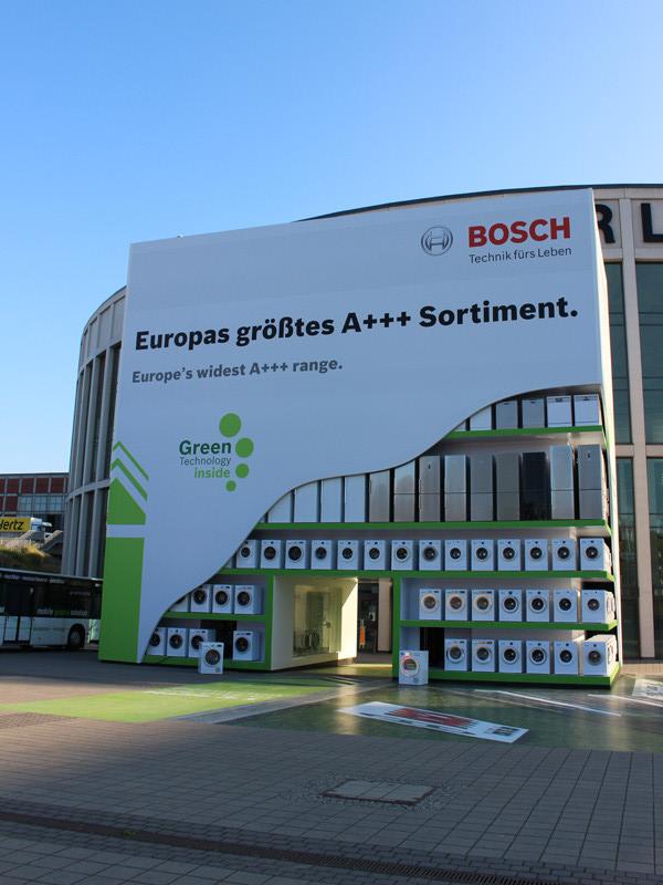 メイン会場入り口には、ドイツのメーカーBOSCHのドラム式洗濯機と冷蔵庫がディスプレイされている