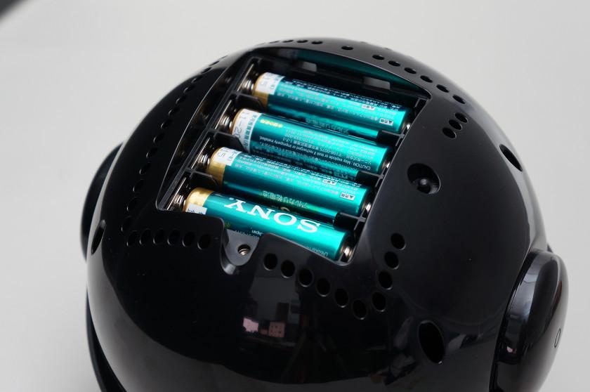 本体の底面に電池BOXを配置。ねじ止めされているので電池の交換にはドライバーが必須。なお電池は付属しない