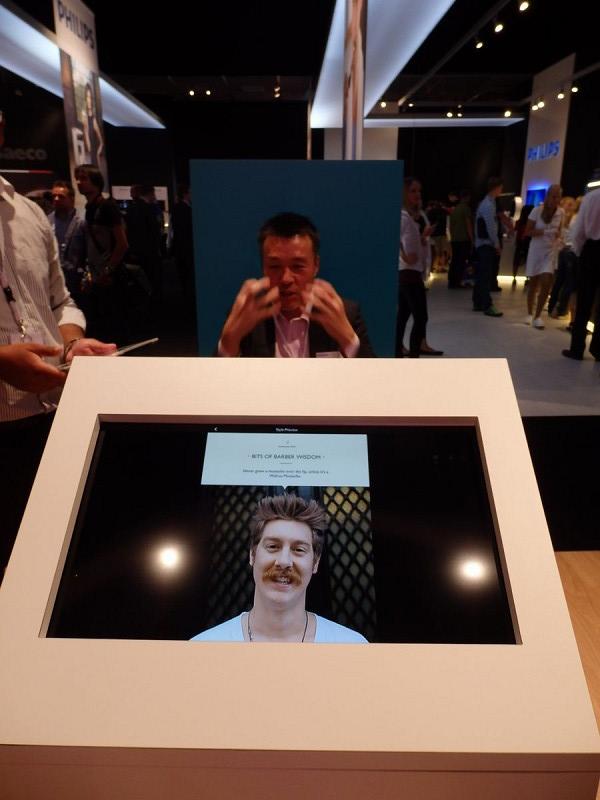 タブレットのカメラ機能を使って自分の顔を撮影したら、試してみたい髭のスタイルを選ぶ