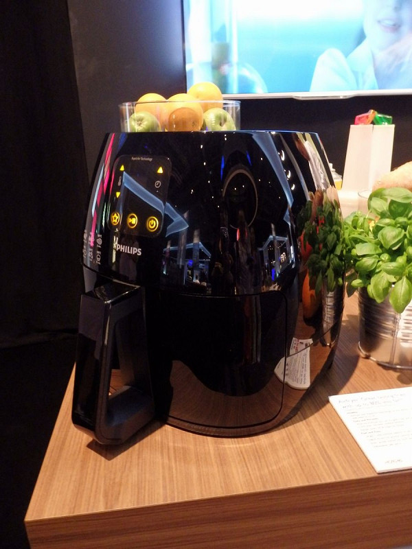 エアフライヤーのブラックモデルのデジタルタイプ