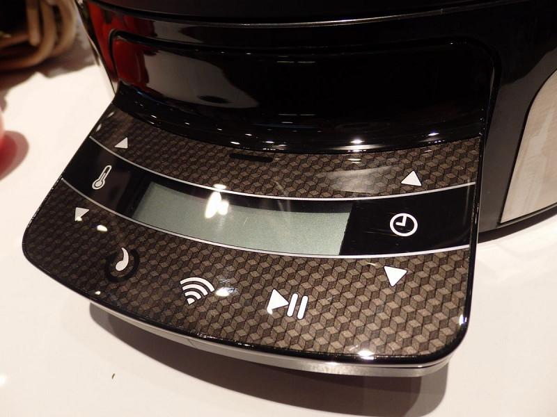 まだプロトタイプの段階だが、Wi-Fiでタブレットと繋いで操作できる機能を備える